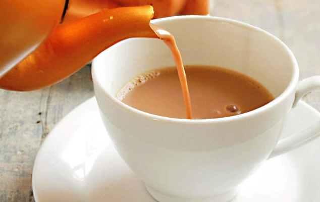 فوائد وأضرار الشاي باللبن